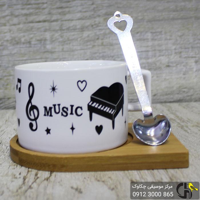 فنجان طرح موسیقی به همراه زیره چوبی و قاشق مغناطیسی طرح 3